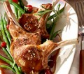 Lammkoteletts mit Johannisbeer-Balsamico-Sauce