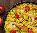 Paella mit Hähnchen und Shrimps